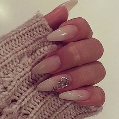 I love simple chic nail art with a touch of GLAM! #NailsOnFleeeek ✅