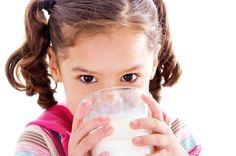 Süt alerjisi olarak bilinen inek sütü proteini alerjisi, bağışıklık sisteminin inek sütü proteinine karşı geliştirdiği bir reaksiyondur.