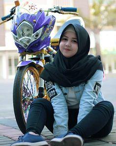 Aku kira fitnah aja yang kejam, ternyata rindu juga:v – Hijab Fashion Big Fashion, Hijab Fashion, Satria Fu, Islamic Girl, Baggy Clothes, Turkish Fashion, Scooter Girl, Lady Biker, Racing Team