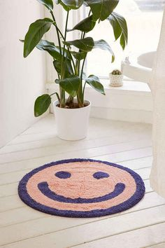 A smiley bath mat that likes sneaking a peek when you get out of the shower.