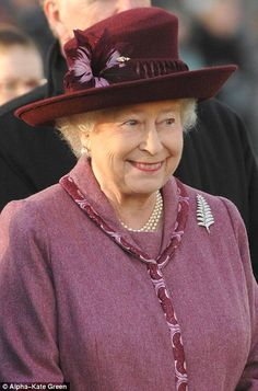 The New Zealand Fern brooch was presented to the Queen in 1953 by the women of Auckland. She is seen wearing it in 2008