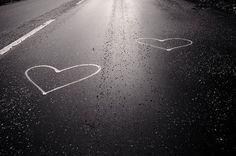 """""""Quando existe amor e duas essências se encontraram, dissolveram-se, fundiram-se e nasceu uma nova qualidade alquímica, o contentamento está presente. É como se toda a existência tivesse parado — nenhum movimento. Então o instante presente é o único instante.""""  Osho, em """"Coragem: O Prazer de Viver Perigosamente"""".  Imagem por Stu Willis (CC BY-NC-SA 2.0) via Flickr  Texto na íntegra em: http://www.palavrasdeosho.com/2013/05/nao-ha-nada-mais-para-conseguir.html"""