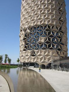 Al bahr towers / abu dhabi / by: aedas designdaily. Folding Architecture, Parametric Architecture, Parametric Design, Futuristic Architecture, Facade Architecture, Amazing Architecture, Hue Vietnam, Vietnam War, Dalat Vietnam