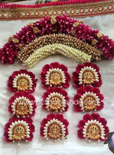 Order Fresh flower poolajada, bridal accessories from our local branches present over SouthIndia, Mumbai, Delhi, Singapore and USA. South Indian Wedding Hairstyles, Bridal Hairstyle Indian Wedding, Bridal Hair Buns, Bridal Hairdo, Indian Wedding Jewelry, Indian Wedding Flowers, Bride Hair Flowers, Diy Earrings Easy, Floral Print Sarees