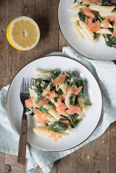 Pasta with spinach and smoked salmon - Brenda Cooks! Pasta Dinner Recipes, Healthy Pasta Recipes, Healthy Pastas, Veggie Recipes, Fun Easy Recipes, Vegetarian Recipes, Cooking Recipes, Easy Meals, Healthy Diners
