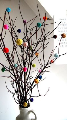 spring is coming (cochet balls) ingthings Crochet Ball, Crochet Home, Christmas Centerpieces, Christmas Decorations, Tree Decorations, Christmas Home, Christmas Crafts, Rama Seca, Diy And Crafts