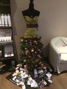 Kerstpaspop met cadeautjes voor alle cliënten. #xmas Xmas, Christmas Tree, Lucca, Holiday Decor, Beauty, Home Decor, Teal Christmas Tree, Decoration Home, Room Decor
