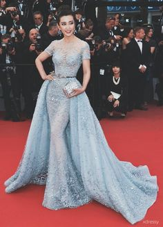 Modetrends aus Cannes Kleider, Frisuren, Make-up-Tipps ., You are in the right place about REd dress Blue Wedding Dresses, Prom Dresses, Formal Dresses, Casual Dresses, Wedding Blue, Gothic Wedding, Long Dresses, Bridal Dresses, Elegant Dresses