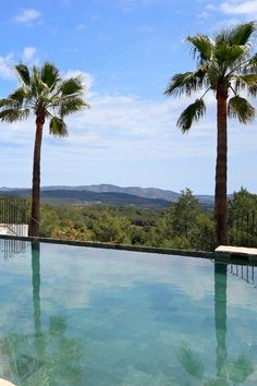Pool views in Ibiza! The alarm status was extended in Spain for 14 days! Let's look forward to better times, dream of a great vacation and take a look at vacation properties in Ibiza. Luxury Villa Rentals, Real Estates, Great Vacations, Luxury Real Estate, Ibiza, Luxury Homes, Spain, Beach, Water