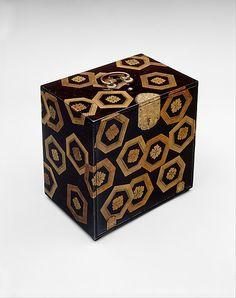 Lacquer Cabinet with Design of Stylized Tortoiseshell Patterns, Momoyama period (1573~1615), Japan
