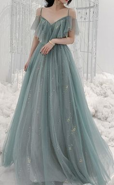 Stunning Beautiful Blue Gray Evening Maxi Dress Long For Elegant Ladies and classy women. Perfect for formal dinners, cocktail party, bridesmaid, prom, ball and evening. Pretty Prom Dresses, Elegant Dresses, Beautiful Dresses, Formal Dresses, Green Wedding Dresses, Blush Prom Dress, Banquet Dresses, Tulle Prom Dress, Fairytale Dress