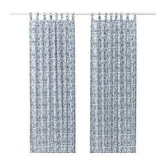 Faits d'un textile au tissage serré, les rideaux assombrissent la pièce et protègent l'intimité. Protège efficacement des courants d'air l'hiver et de la chaleur l'été.. S'accroche à une tringle à rideaux ou à une tringle-rail. À suspendre à une tringle par les passants dissimulés ou à l'aide d'anneaux et de crochets.