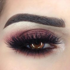 This is my first time using @makeupgeekcosmetics shadows and Im already in love Bitten Corrupt Peach Smoothie. Foiled Eyeshadows: Showtime Starry Eyed.  by emilyann_mua