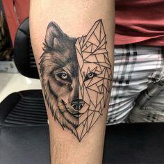 Mein erstes Tattoo / gemacht bei Studio Verani Tattoo in Porto Alegre von Sagui Jr My first tattoo / made at Studio Verani Tattoo in Porto Alegre by Sagui Jr Geometric Wolf Tattoo, Tribal Wolf Tattoo, Wolf Tattoo Sleeve, Tribal Sleeve Tattoos, Wolf Tattoo Back, Wolf Tattoos Men, Celtic Tattoos, Animal Tattoos, Wolf Tattoo Design
