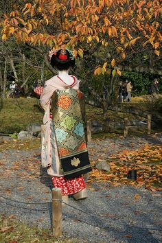 Maiko Mameharu. She was the ideal looking Geiko, so doll-like and always smiley. Sadly she was a Geiko for only one year and retired in 2013.