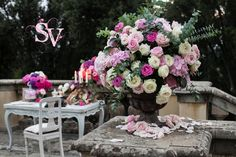 Baroque inspired guest signing table. Wedding planning by Sposiamovi Tuscany  Photo Morlotti Studio