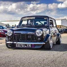 Another Absolute Cracking Mini Tag/Share With A Friend. Mini Cooper Classic, Classic Mini, Classic Cars, Mini Morris, Mini Cars For Sale, Mini Copper, Bully Dog, Mini S, Modified Cars