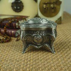 Haute qualité Antique sculpté boîte à bijoux en étain classique floral gravure Chest Home Decor & cadeau de mariage usine directe(China (Mainland))