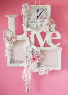 How to use picture frames in interior Design? Shabby Chic Frames, Vintage Shabby Chic, Shabby Chic Decor, Cajas Shabby Chic, Diy And Crafts, Paper Crafts, Mixed Media Scrapbooking, Frame Crafts, Hand Art