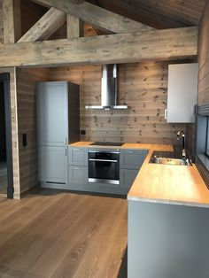 Small Modern Cabin, Contemporary Cabin, Small Cabin Kitchens, Home Kitchens, Cabin Homes, Log Homes, Küchen Design, House Design, English Cottage