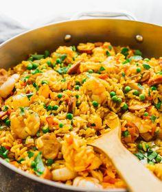 Easy Shrimp Paella with Smoked Chicken Sausage - Savory Tooth Shrimp Paella Recipe, Chicken Paella, Shrimp And Rice Recipes, Seafood Paella, Seafood Dinner, Seafood Recipes, Chicken Recipes, Smoked Chicken, Chicken Sausage