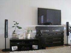 DIY Pallet TV Stand Ideas | 99 Pallets