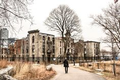 Built on Roosevelt Island, this abandoned small pox hospital has been left untouched since its last inhabitants left. It's an eery reminder of the endemic problem small pox was in many of the world's largest cities. Nowadays, this hospital is closed to the public however if you travel to Roosevelt Island, you can still get relatively close to this infamous New York site.