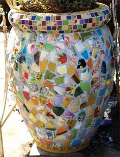 Making Mosaics With Found Objects Mosaic Planters, Mosaic Garden Art, Mosaic Tile Art, Mosaic Vase, Mosaic Flower Pots, Mosaic Diy, Mosaic Crafts, Stone Mosaic, Pebble Mosaic