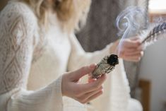 Burning Sage Is the Mood-Boosting Ritual That Could Melt Your Stress Away Benefits Of Burning Sage, Sage Benefits, Focus Your Mind, Sage Smudging, Removing Negative Energy, Say A Prayer, Drying Herbs, Doula, Cleanse