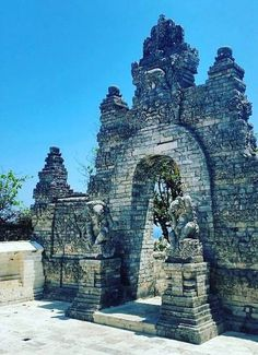 Uluwatu Temple, Bali, Indonesia, Wanderlust, Bucket List, Island, Paradise, Bali, Travel, Exotic Places, temple, places to visit in Bali, Balinese food must try.