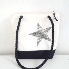 sac en voile de bateau recyclée blanc et noir : Sacs à main par l-etoile-de-mer