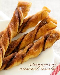 Quick, easy, and delicious Cinnamon Crescent Twists { lilluna.com }