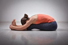 Don't know where to start yoga? Check out these 17 yoga poses for beginners for a quick start your yoga journey. Easy and simple yoga poses for beginners. Sup Yoga, Bikram Yoga, Ashtanga Yoga, Easy Yoga Poses, Yoga Poses For Beginners, Corpse Pose, Ways To Relieve Stress, How To Start Yoga, Types Of Yoga