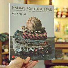 Imagen vía @deestraperlo. Hoy en #veoveomagazine te hablo de este libro y de todo el universo que se encuentra dentro. Es un #libro de #punto dentro de un libro de punto. Es un viaje increíble de su autora @rosapomar hacia la tradición lanera y del #tricot portuguesa con ojos nuevos. Es uno de esos proyectos que hacen que me reconcilie con el mundo, muchas veces tan loco. #genuino #hechoamano #tradicionymodernidad #malhasportuguesas #rosapomar #reamar