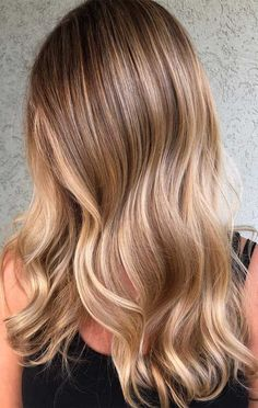 33 Gorgeous hair color ideas for a change-up this new year - Hair Accessories Dark Blonde Hair Color, Blonde Hair Looks, Brown Blonde Hair, Light Brown Hair, Hair Color Balayage, Hair Highlights, Black Hair, Blonde Balayage Honey, Carmel Blonde Hair