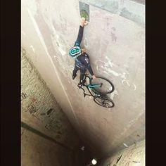 Hang in there, it's almost the weekend!  RELATED: Stay Fresh: Road cycling tricks - http://roa.rs/1pph9Cm  _ #cycling #bicycling #defyinggravity #iswydt [via @hizokucycles]