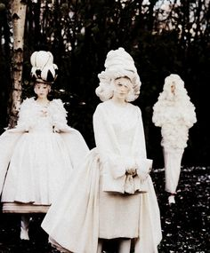 Xiao Wen, Anais and Frida in 'Jewel in the Crown' Photographer: Tim Walker Clothes: Comme des Garçons S/S 2012 Vogue US May 2012 Foto Fashion, Quirky Fashion, Fashion Art, High Fashion, Fashion Design, Textiles, Drag Clothing, Rei Kawakubo, Vogue Us