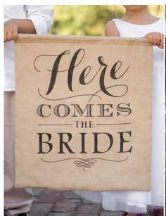 Here Comes the Bride! A great burlap banner for your wedding! Please check www.secondidos.com for more things like this and this product in the near future! Also find us on www.facebook.com/SecondIDosLLC