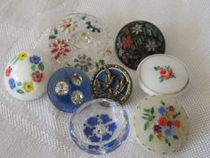 Etsy の Lot of 8 ANTIQUE & VINTAGE Flower Glass BUTTONS by abandc