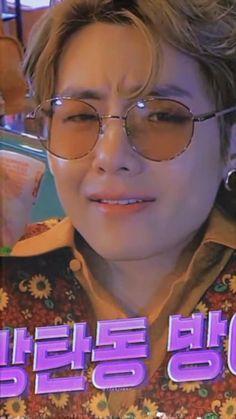 Bts Selca, Jungkook Abs, Kim Taehyung Funny, Kookie Bts, Bts Taehyung, Bts Love, V Bts Cute, S Videos, Bts Funny Videos