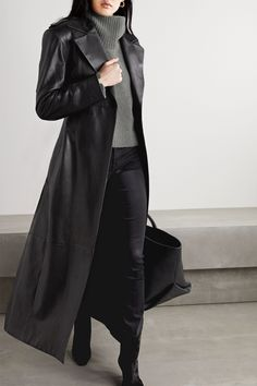 Black Turtleneck Outfit, Alexander Mcqueen, Mode Costume, Black Wardrobe, Casual Outfits, Fashion Outfits, Winter Outfits, Black Wool Coat, Cashmere Turtleneck