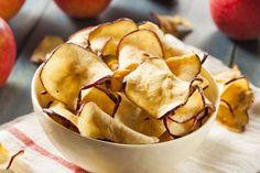 Fırında elma dilimleri tarifi... Elmadan sizlere nefis bir atıştırmalık... http://www.hurriyetaile.com/yemek-tarifleri/atistirmalik-tarifler/firinda-elma-dilimleri-tarifi_3212.html