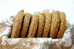 Homemade digestive biscuit recipe (aka sweet-meal or wheaten biscuits). Baking these right now! Digestive Cookies, Digestive Biscuits, My Recipes, Sweet Recipes, Cookie Recipes, Food For Digestion, Tea Biscuits, Tummy Yummy, Baking Business
