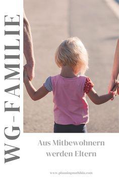 Der Kinderwunsch ist groß, doch kein Partner in Sicht? Dann kann vielleicht auch der WG-Mitbewohner der Vater des Kindes werden. Familie kann vieles sein und die Co-Elternschaft ist ein Modell, das dem klassischen ähnlich ist. Hier bekommen Freunde ein Kind, ein Wunschkind, das bei entspannten Eltern aufwächst. Stiefvater, Co Parenting, Partner, Alternative, Roommates, Single Parent, Trying To Conceive, Family Life, Coparenting