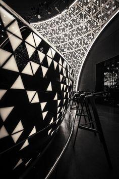 NIGHT FLIGHT is a live music club. Studio MODE. Ganador de la categoría Bar europeo 2014 Design Awards.