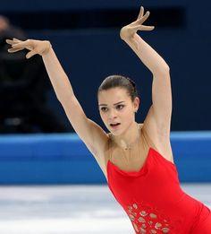 ソチ五輪のショートプログラムで2位につけたアデリナ・ソトニコワの演技(2014年02月19日) 【AFP=時事】