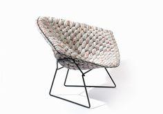 meuble design : la chaise Bertoia Diamant en orange et blanc