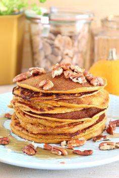 Gek op pannenkoeken en pompoen? Dan moet je deze kruidige pompoen pannenkoekjes echt maken! En dat je gelijk een portie groenten binnenkrijgt is een dikke +