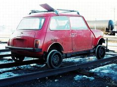 The passenger side of the CN speeder above; Northern Ontario, April 1976. For some reason, it doesn't bear a number.   Notice the long-handled shovel fastened to the roof rack.  If someone has other details, we'd like to add them here.