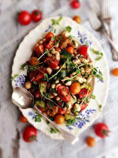 Tomato Basil Salad with White Beans  Bocconcini - http://www.pincookie.com/tomato-basil-salad-with-white-beans-bocconcini/